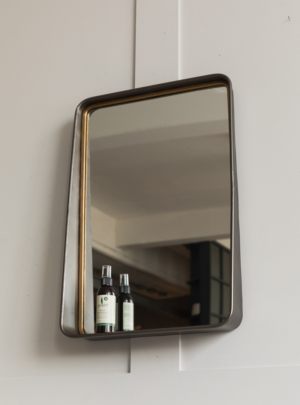 Earl Mirror with Shelf